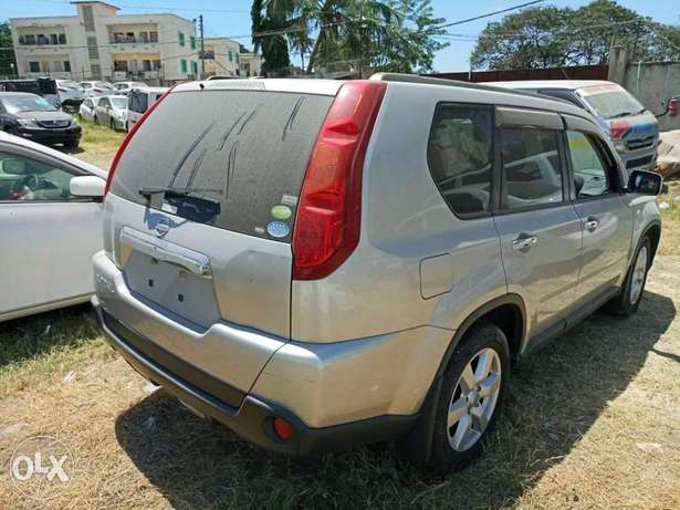 With leather seats Nissan Xtrail 2010 model. KCP number Mombasa Island - image 7