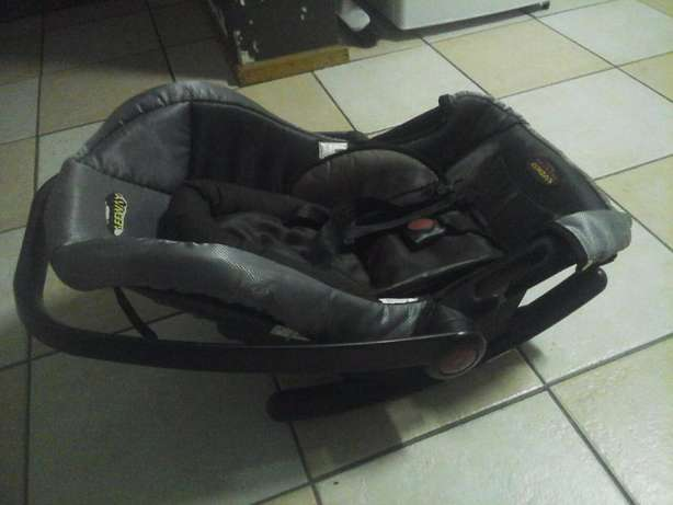 baby pram with car seat Pretoria East - image 8