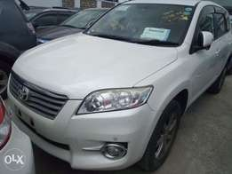 Vanguard Pearl White colour 4WD 7 seater