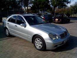 2003 Mercedes Benz C220 CDI very neat