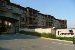 Spacious, Well-positioned 2 bed, 2 bath in Erand Gardens, Midrand