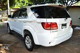 WANTED Toyota Fortuner 4x4 V6 auto 2007