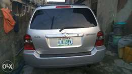 Super clean Toyota Highlander for sale,radio/CD, fully air condition.