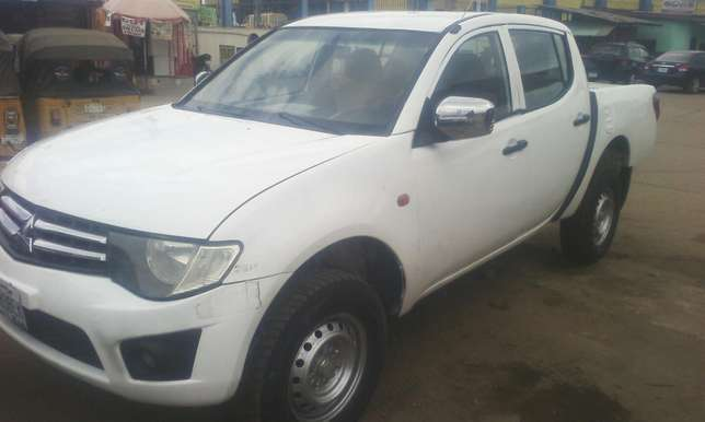 A clean mitsubishi L200 pick up Agege - image 4