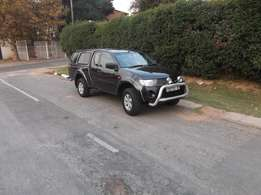 Clean cheap and Powerful Club Cab Mitsubishi Triton like new