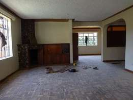 5 bedrooms with a servants quarter in mountain view estate