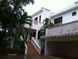 Stylish 4 bedroom VILLA with pool in a court of 2 units.