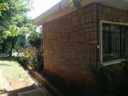 5 bedroombungalow is for sale in Lavington. Sitting on 1.5 acreland