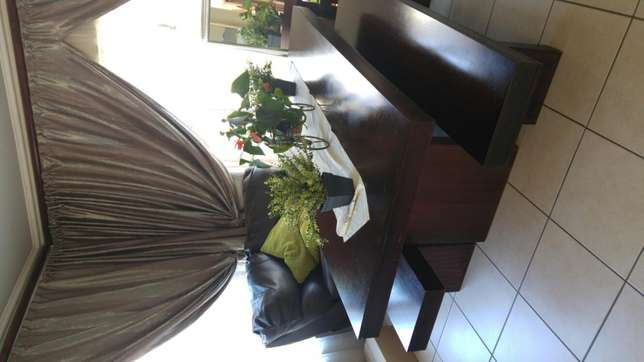 Dining room table and benches Roodepoort - image 1