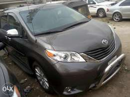 This is Toyota Sienna very clean and powerful just like tokunbo