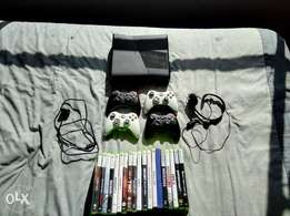 Xbox 360 with 4 controllers with 19 Games