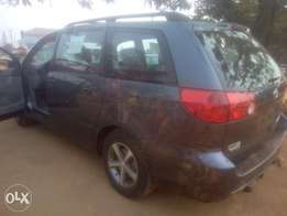 2007 Toyota Sienna tolks very clean