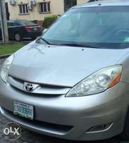 Super Clean Toyota Sienna AWD XLE for sale