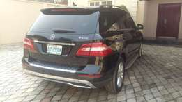 Neatly used SUV benz ml350 model toks standard up for grab