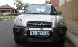 Here 2006,Hyundai Tucson. Excellent Condition,Full House
