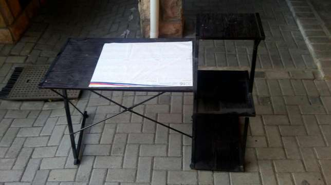 Reading desk and chair in good condition Parow - image 2