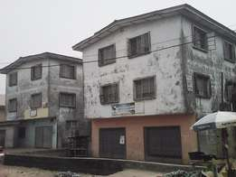 5 (Nos) 3br Flats + A G/floor Warehouse at Agege. Price:#25M (Neg)