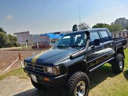 Toyota Hilux 4x4 D/C 1991 model with 3.4 V6 Ford engine