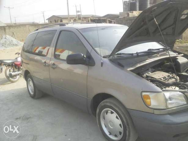 Super Clean First Body Toyota Sienna 2000 model Alakuko - image 2