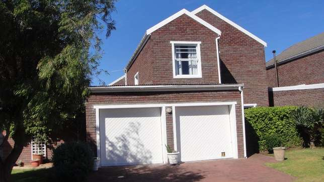 Three bedroom double garage townhouse to rent Sunvalley - image 1