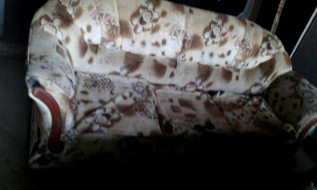 Original 5 seater hardwood and cotton linen sofas. Kangemi - image 4