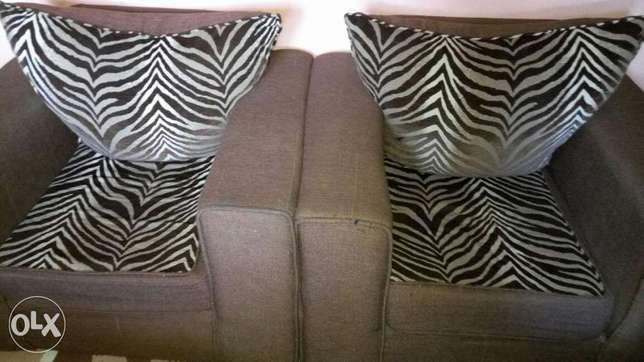 7 seater seat in good condition if interested what's up me ! Embakasi - image 3