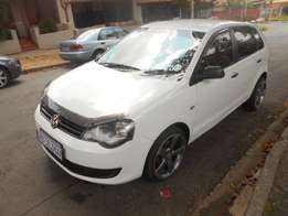 Immaculate condition 2014 White VW Polo vivo 1.4 Hatch with mags