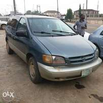 Registered Toyota Sienna XLE - 2000