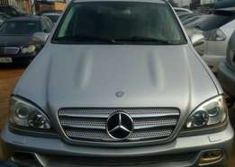 Mercedes Benz ML350 numbered 2005