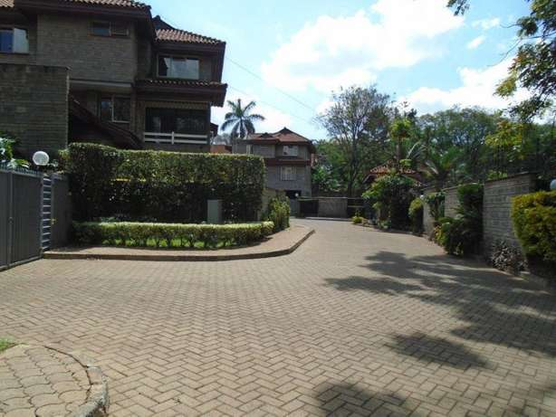 Beautiful 4 bedroom town house to let - Lavington Nairobi CBD - image 8