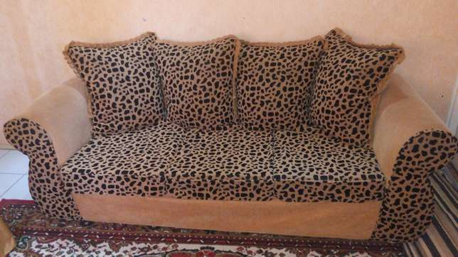 Couch for sell Langata - image 2