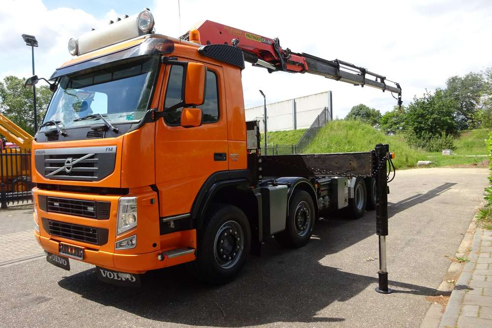 Volvo FM 370 8x2 - 2011 - image 2