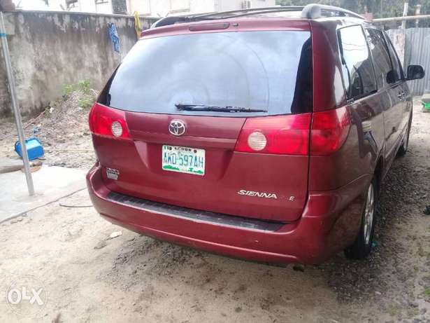 XLE Edition Nig.Used Toyota Sienna 2009 Model In Excellent Condition Lekki - image 8
