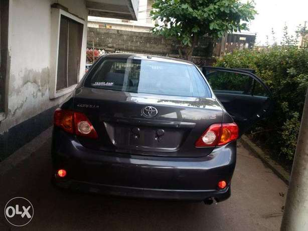A very clean Tokunbo 2009 Toyota Corolla Sport Silver colour, Suru Lere - image 3