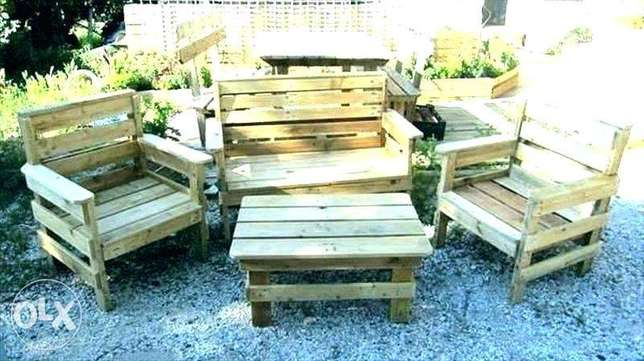 Outdoor and indoor wood set with table غرفة جلوس خارجي مع طاولة