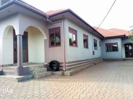 a three house for rent in kulambilo