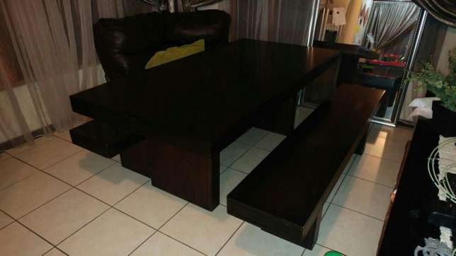 Dining room table and benches Roodepoort - image 2