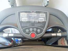 Maxed MXE 560 treadmill for sale. In excellent condition, barely used