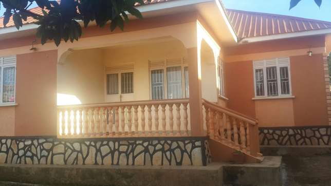 Residential 4bed roomed house bweyogerere axcessible to main Kampala - image 2