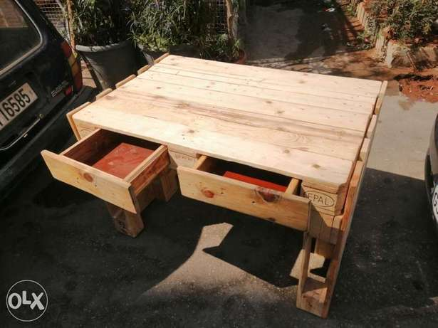 Pallets Table wood with trays طاولة طبلية مع جوارير