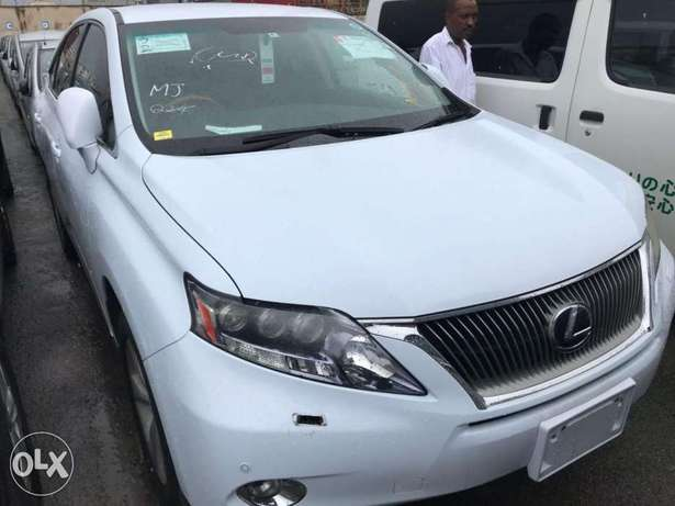 2010 model of Pale white Lexus rx450h KCP number Mombasa Island - image 4