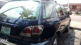 Very sound and sharp 2001 Toyota Lexus RX300 with factory chilling AC