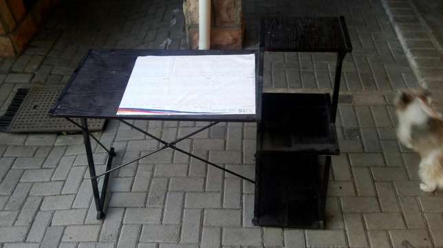 Reading desk and chair in good condition Parow - image 3