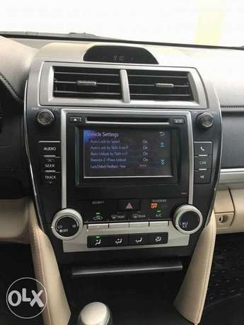 very clean few months used Toyota Camry 2013 leather with full option Apapa - image 7