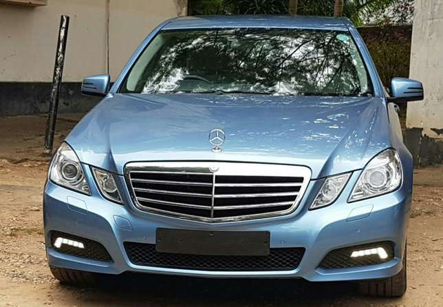 Mercedes Benz E250 with ivory interior Nyali - image 3