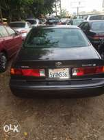 clean tokunbo Toyota Camry drop light