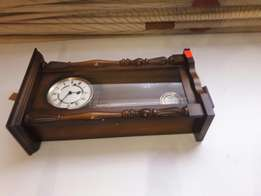 Items for sale..tv cabinet..koffie tables and clock