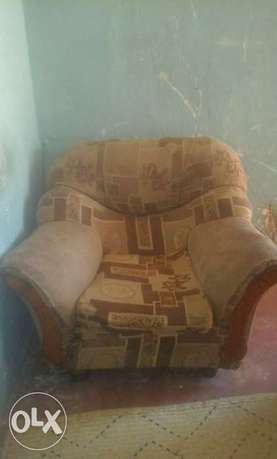 Two one seater sofas Likoni - image 1