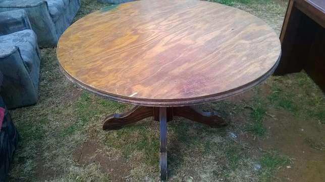 Solid wood Dining Round table Roodepoort - image 2