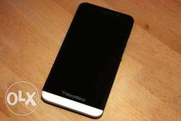 Very Clean BlackBerry Z30 for sale with follow come original charger